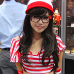 SDCC 2012: Cosplay Round-Up: I found him...er... Her! Waldo crossplay