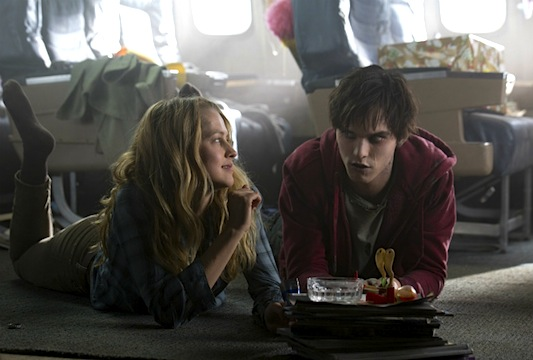 Warm Bodies: Teresa Palmer and Nicholas Hoult
