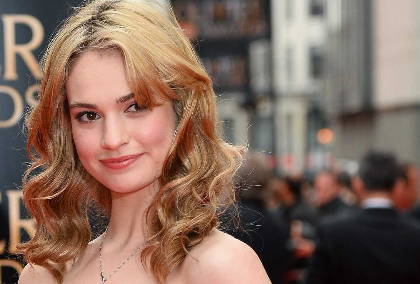 Selfie Hacked Lily James naked photo 2017