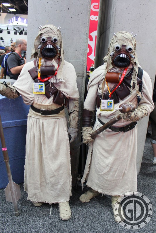 SDCC 2012: Cosplay Round-Up: Rare photo of Sand People travelling side-by-side