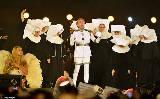 Monty Python's Eric Idle Sings Always Look On The Bright Side Of Life At Olympics Closing Ceremony