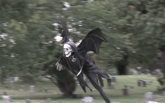 Flying Grim Reaper Halloween Prank