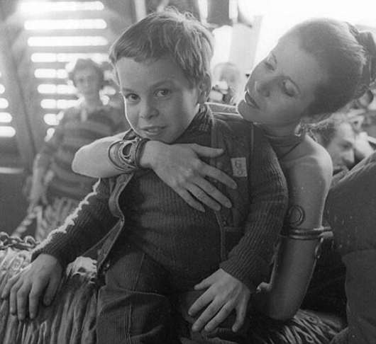 Star Wars Set Photos: Carrie Fisher and a young Warwick Davis