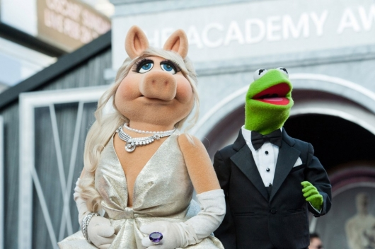Muppets Miss Piggy and Kermit the Frog at the 2012 Academy Awards
