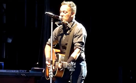 "Bruce Springsteen Covers Lorde's ""Royals"" In New Zealand 2014"
