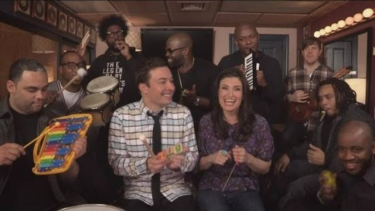 Jimmy Fallon, Idina Menzel and The Roots Perform Let It Go With Classroom Instruments