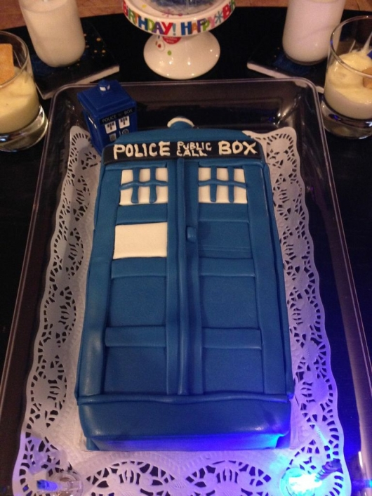 Doctor Who Tardis Cake Amp Party Decorations