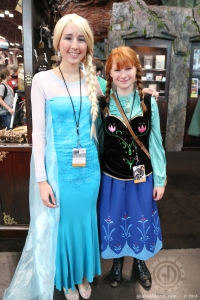Frozen: Elsa and Anna cosplay
