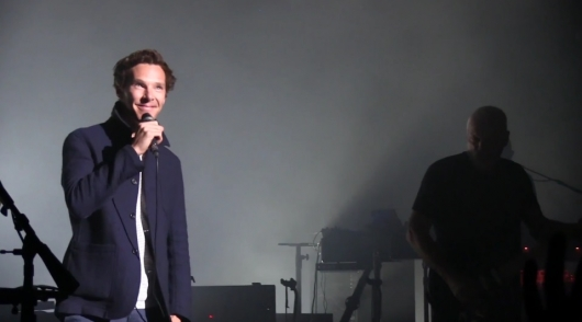 "Benedict Cumberbatch Sings ""Comfortably Numb"" With Pink Floyd's David Gilmour"