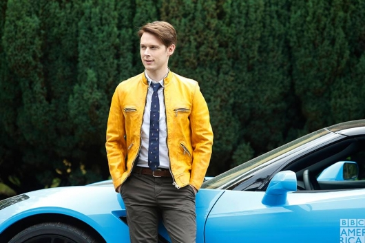 Dirk Gently with car