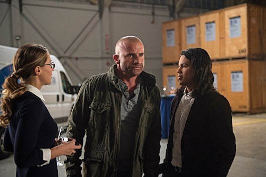 CW Crossover Legends of Tomorrow Invasion 207-02