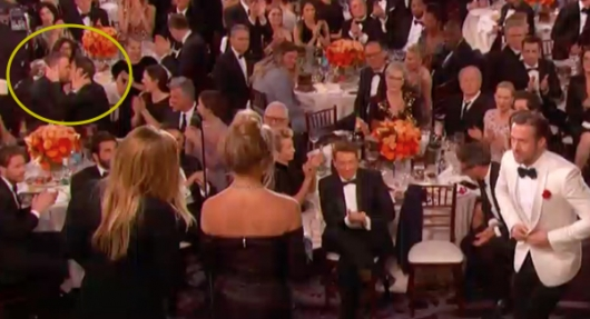 Ryan Reynolds and Andrew Garfield kiss Golden Globes